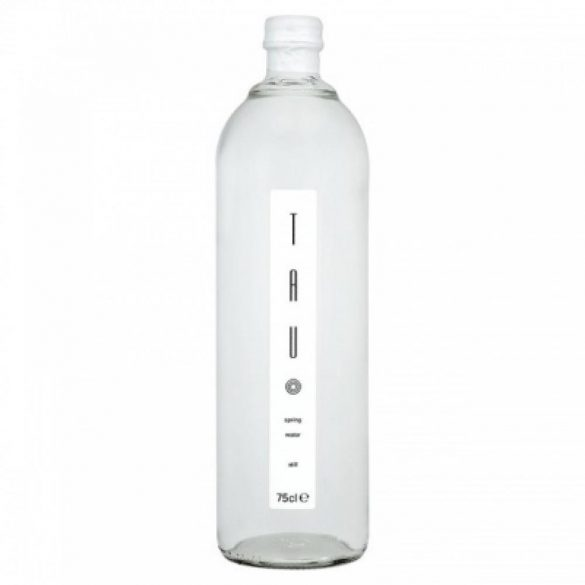 Tau forrásvíz üvegben